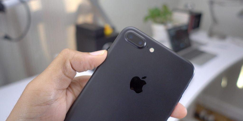Apple признала, что специально замедляет старые iPhone