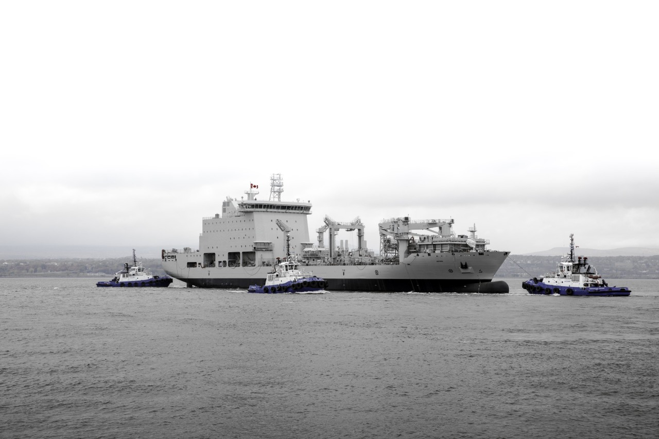 В Канаде коммерческий контейнеровоз перестроен в военно-морской танкер комплексного снабжения