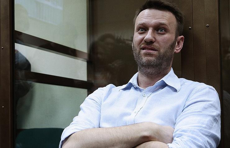 Суд рассмотрит вопрос об изменении Навальному условного наказания на реальное