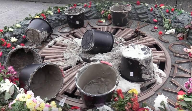 Цементом – по Вечному огню, десоветизацией – по Дню десантника…