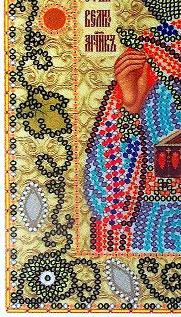 Вышивка иконы с декоративными камнями и бусинами