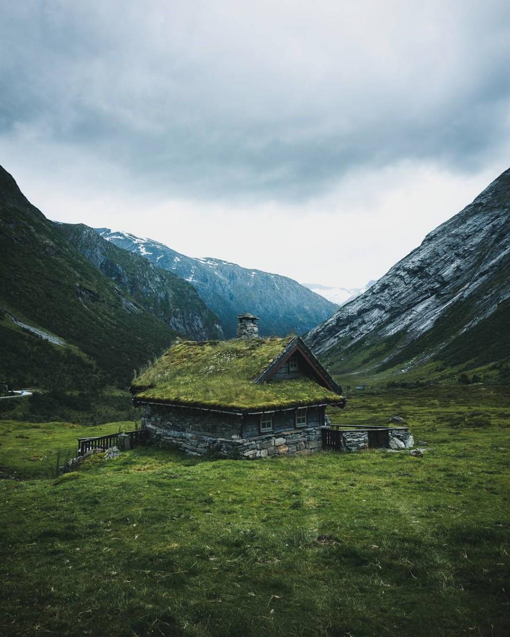 Угрюмая, но притягательная красота пейзажей путешествующего фотографа