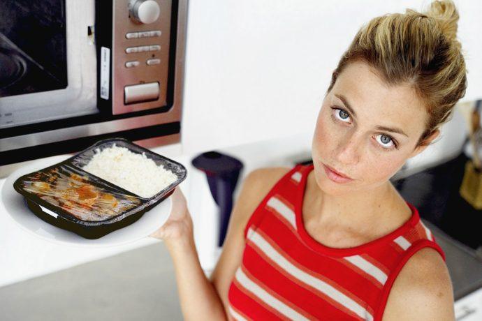 7 вещей, которые ни в коем случае нельзя класть в микроволновую печь