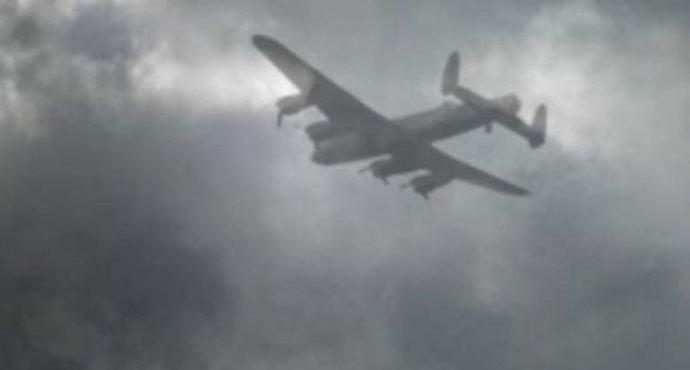 Американка сфотографировала самолет-призрак
