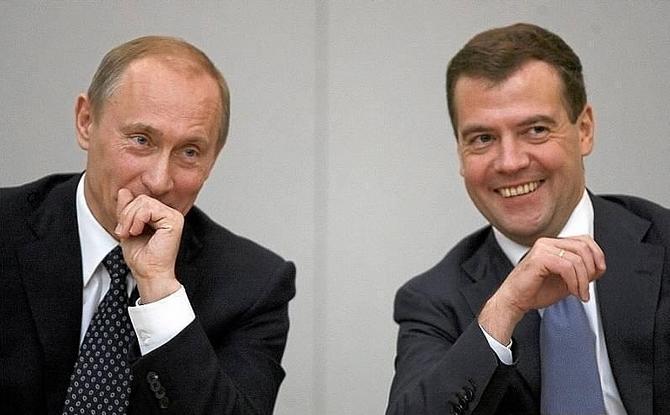 Улыбаемся и машем: Киев намерен арестовать Путина и Медведева