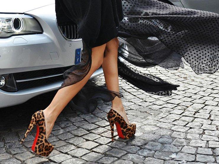 Вождение на каблуках: откровения блондинки