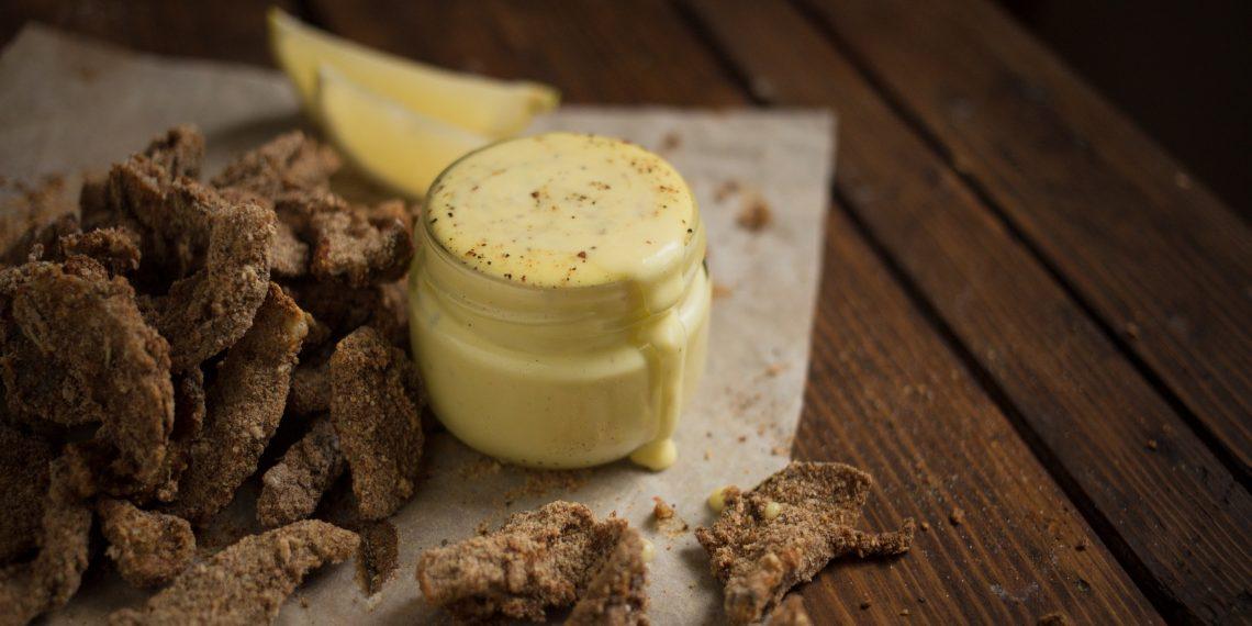 Оригинальная закуска: хрустящие грибы с соусом айоли