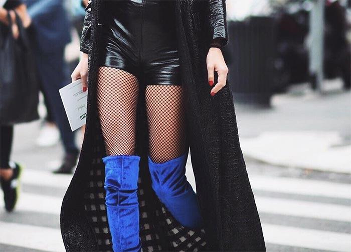 Актуальный и неоднозначный тренд на колготки и носки в сеточку: как модно их носить?