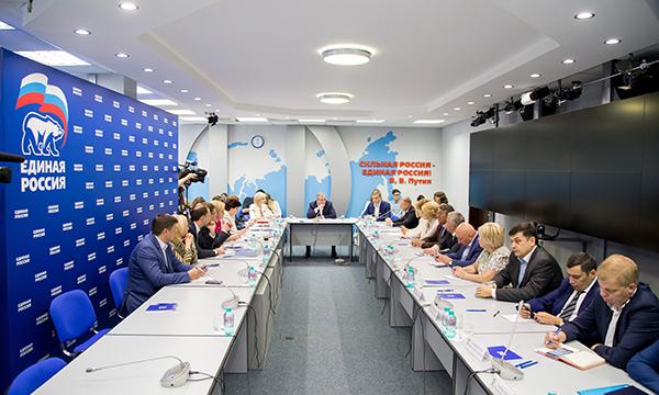 «Единая Россия» задала министру образования РФ вопросы, которые больше всего волнуют население