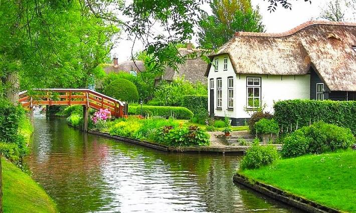 Найден маленький европейский городок, который выглядит как рай на земле