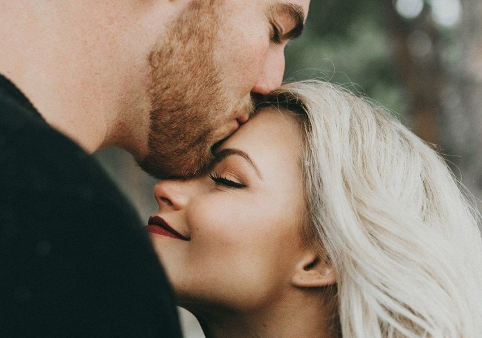 Как мужчины разных знаков зодиака выражают свою любовь