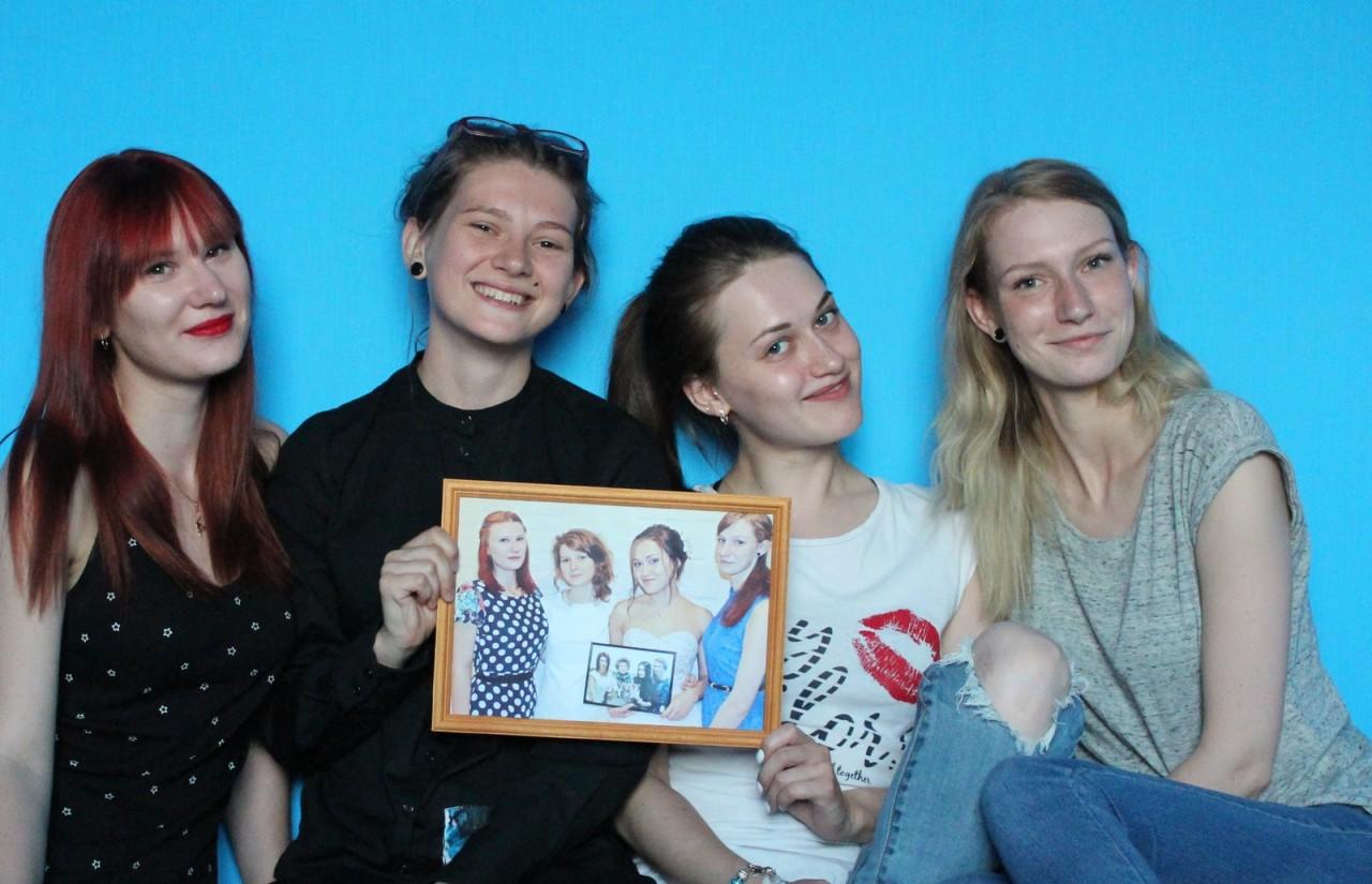 Четыре подруги из России 7 лет делали совместные фото, и вот что из этого вышло