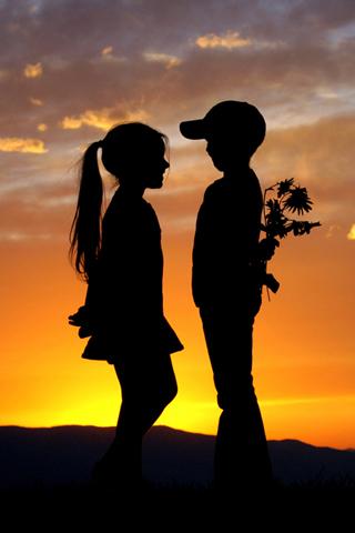 Обычная детская влюбленность, думали родители, но через 20 лет они так думать перестали!!