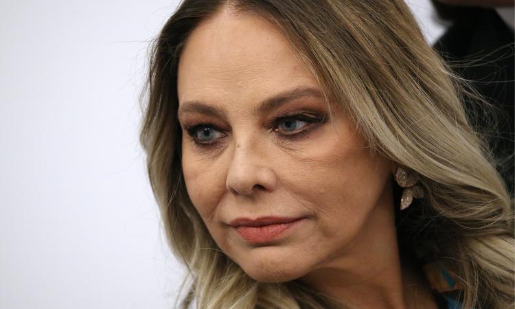 Орнелле Мути смягчили приговор за ужин с Путиным