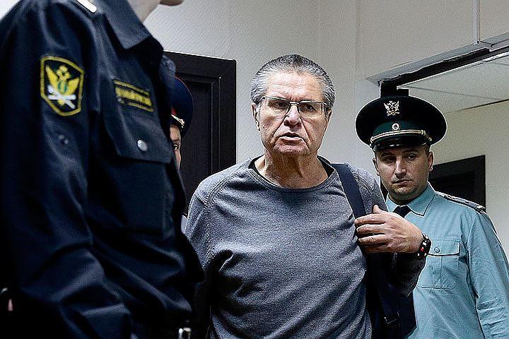Осужденный за взятку Улюкаев будет добиваться смягчения приговора