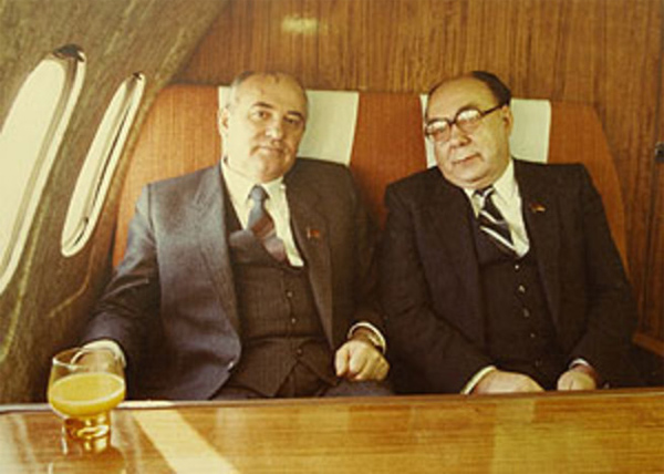 Историк спецслужб Александр Колпакиди рассказал, кто виноват в развале СССР.