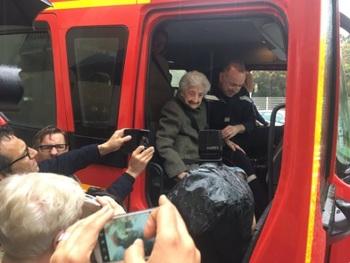 Пожарные исполнили мечту 112-летней бабушки