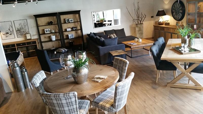 Деревянные стулья для кухни и других помещений