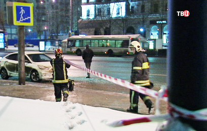 В центре Москвы автомобиль сбил четырех рабочих на тротуаре