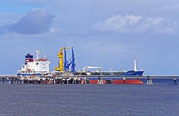 Почему в Атлантике развернулся танкер с российским газом для США