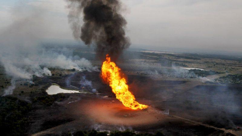 Жест отчаяния проигравшего. Террористы в Сирии подожгли нефтяные и газовые поля