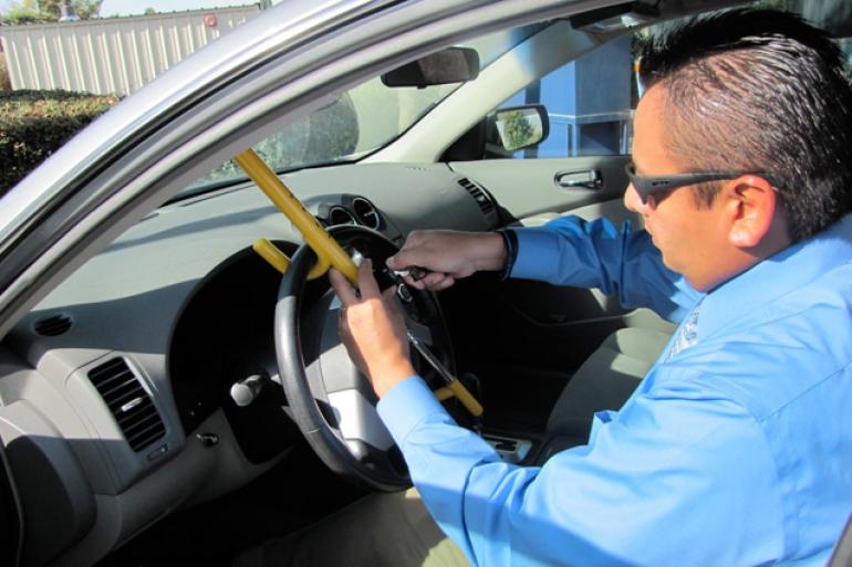 Как обезопасить машину от угона своими руками
