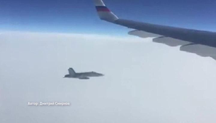 """Президент России предложил считать произошедшее в небе над Швейцарией """"почетным эскортом"""""""