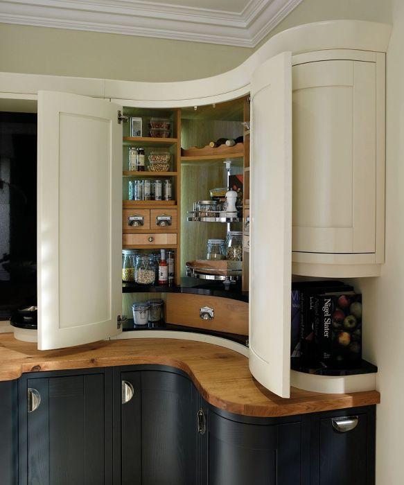 Экстравагантная угловая мебель для кухни.