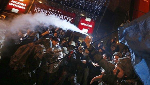 Митингующих в центре Киева призвали поджигать магазины Roshen