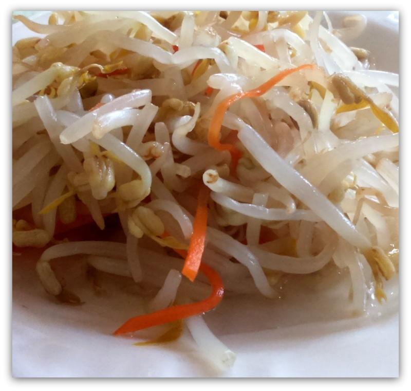 Салат из проросшей сои с морковкой