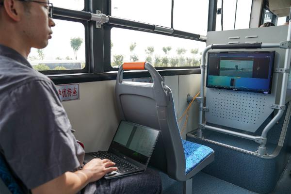 В Китае начались испытания первого 12-метрового умного электробуса