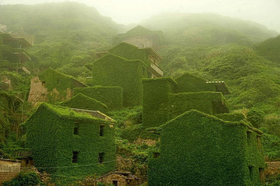 Рыбацкая деревня в Китае, проигравшая схватку с природой (21 фото)