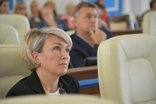 Депутат Щербакова по помойка…
