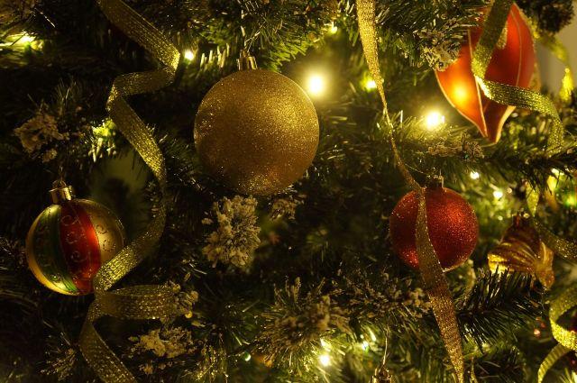 В Пулково приставы встречают должников с Дедом Морозом и Снегурочкой