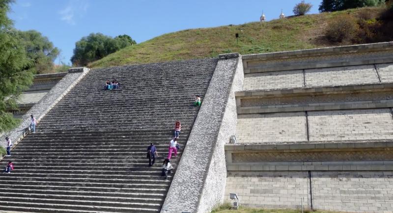 Самая большая пирамида в мире находится вовсе не в Египте