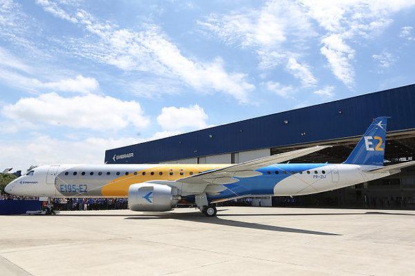 Компания Embraer представила самолет Е195 второго поколения