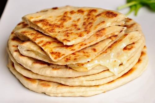 Очень быстрые хачапури: 3 рецепта
