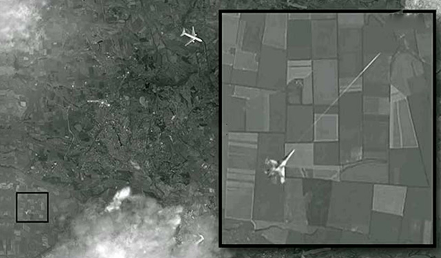 СМИ: Опубликован спутниковый снимок уничтожения «малайзийского Boeing» истребителем