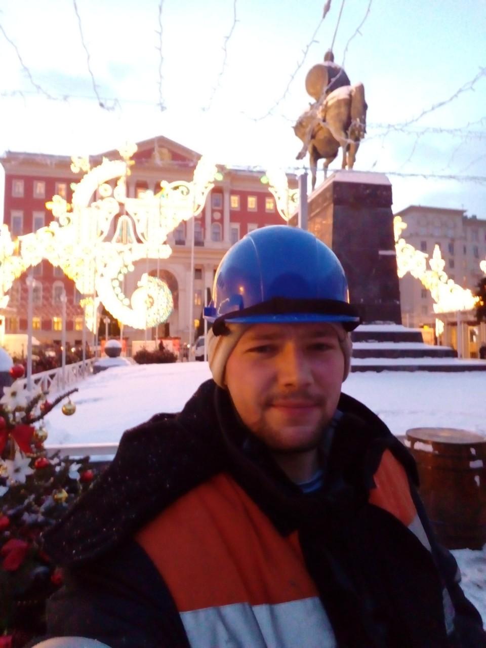 """В Москве """"аудитор реальности"""" взял в заложники свою семью и требует убежища в КНДР"""