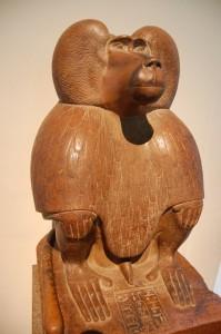 Бог Тот в виде обезьяны