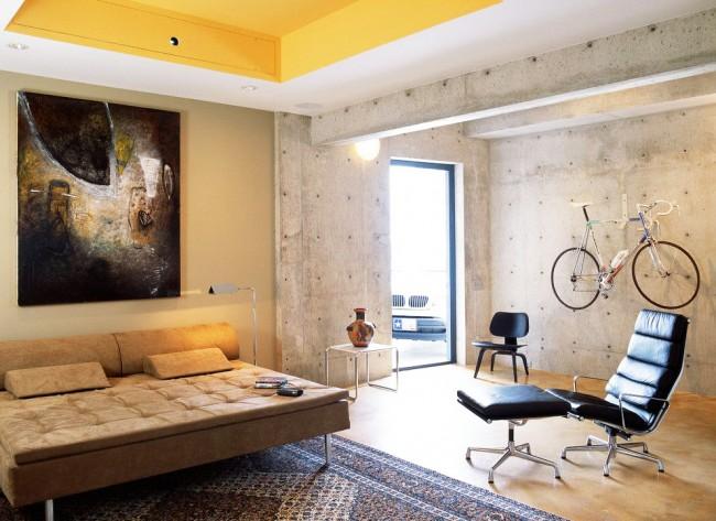 Желтый потолок смотрится очень ярко и свежо