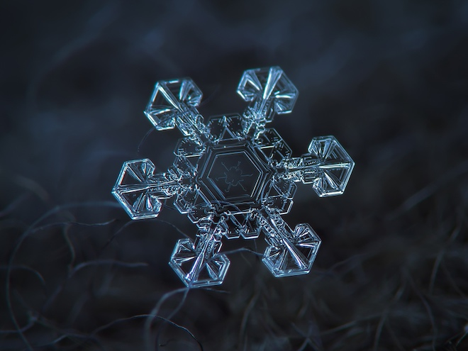 Как формируются снежинки?