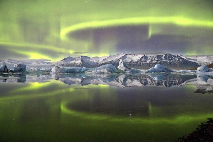 Победитель конкурса – «Северное сияние над ледниковой лагуной», Джеймс Вуденд Астрономическая фотография 2014 года