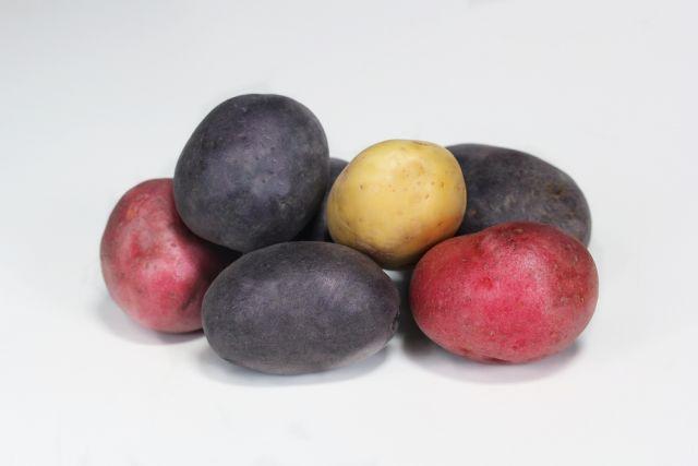 Тренд сезона: красный, фиолетовый и синий картофель