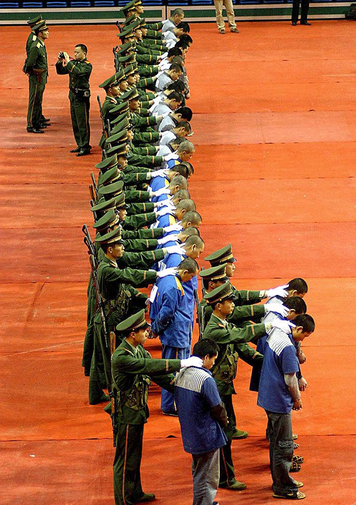 У нас руки длинные: Китай вернул 2,5 тысячи сбежавших за границу чиновников