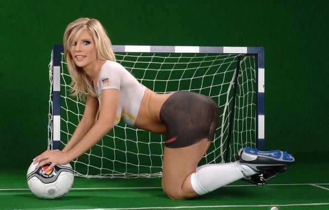 Голые девушки и футбол картинки