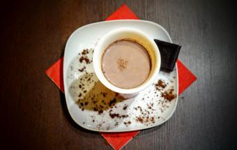 Какао с медом и корицей