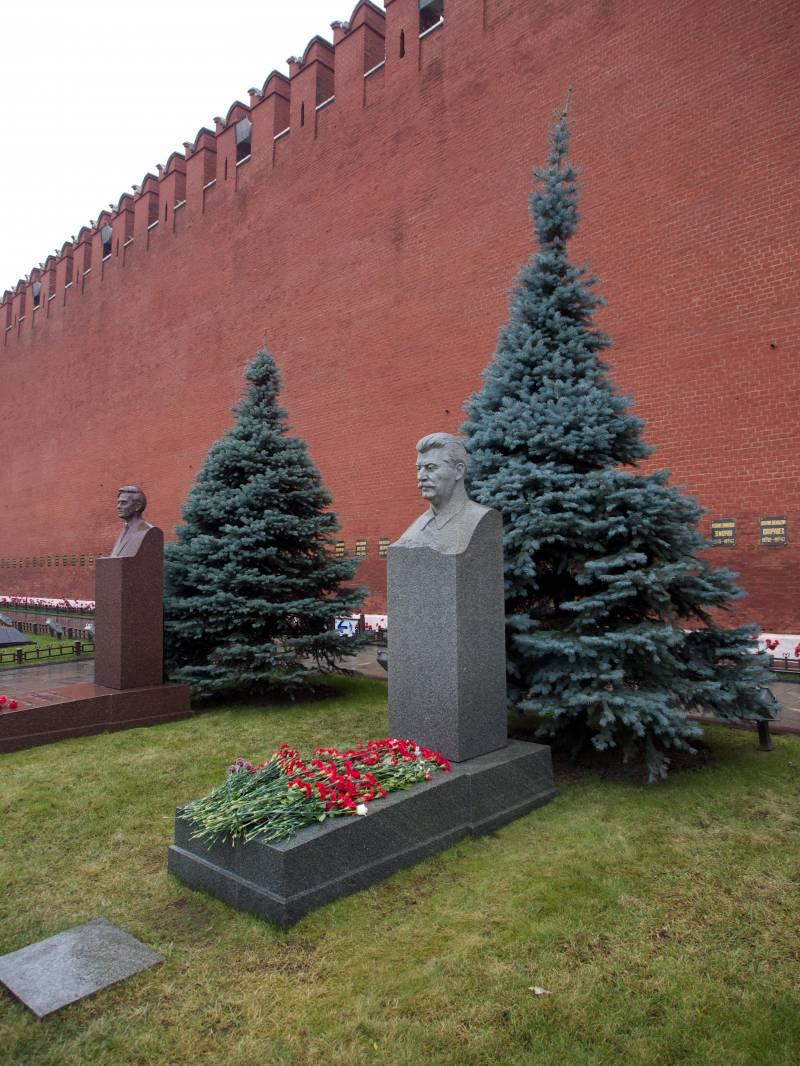 Проект «ЗЗ». России нужен Сталин. Кремль строит «идеологический фундамент»