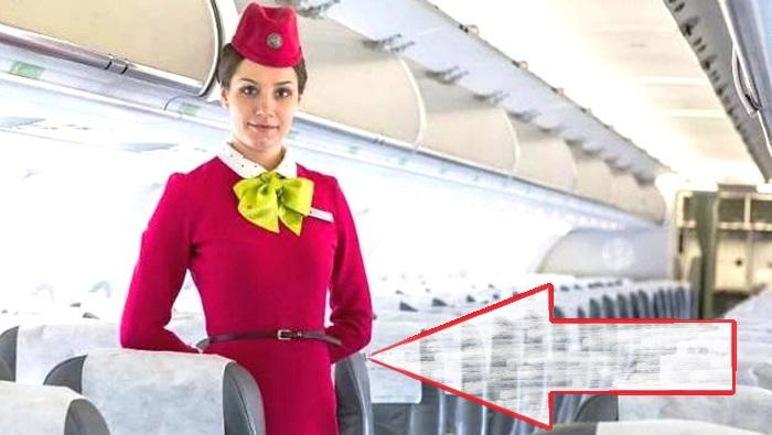 Почему стюардессы убирают руки за спину во время посадки