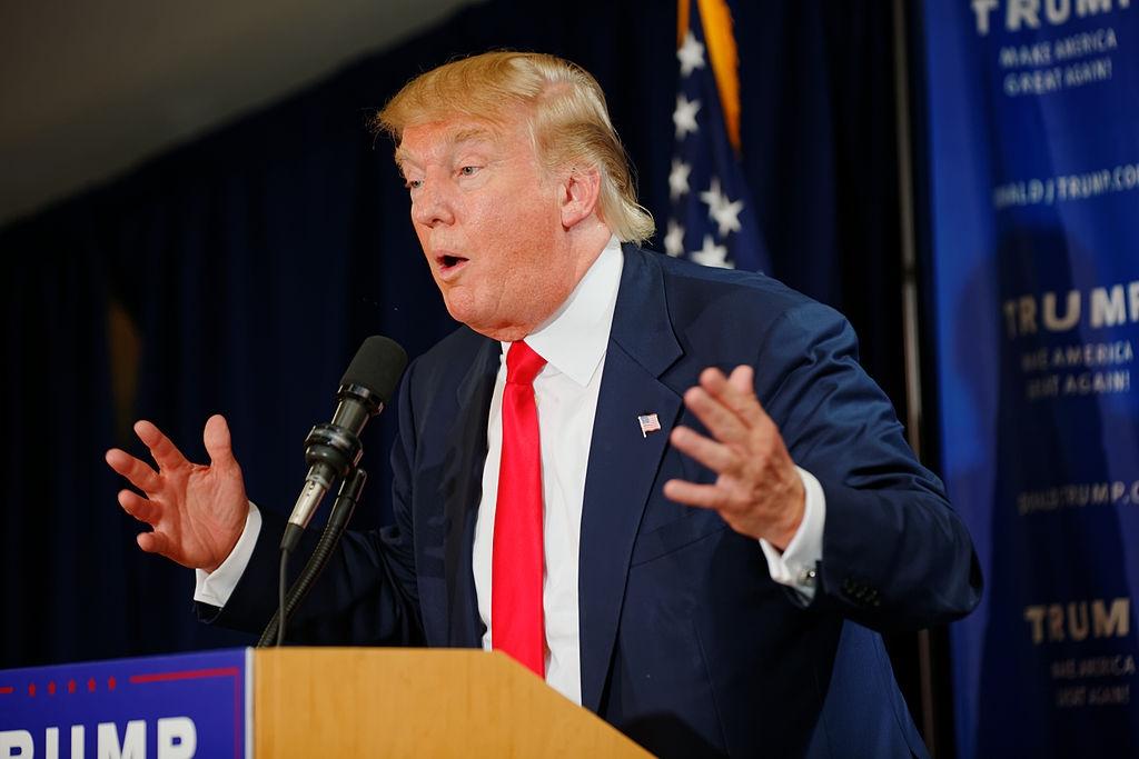 «Ниже некуда»: Трамп побил антирекорд одобрения президента США